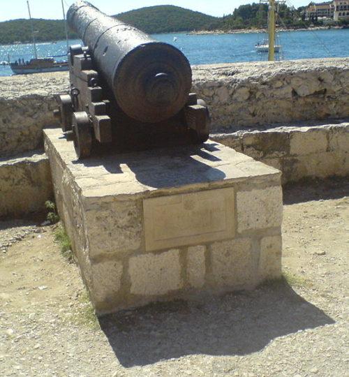 800px-Korčula_cannon