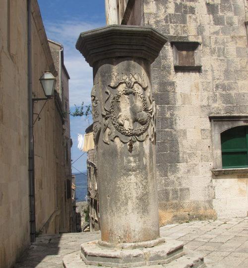 Gradski_stup_Korčula